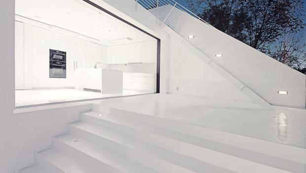 Abitazione con pavimentazione esterna in resina