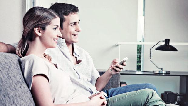 Due persone mentre usano l'aria condizionata